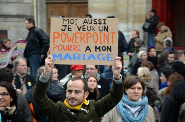 """""""Moi aussi je veux un PowerPoint pourri à mon mariage"""", photo de Anne Thouret, 16 décembre 2012. Quand la pensée PowerPoint s'invite dans la rue"""
